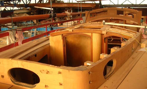 """La goélette """"La Gaillarde"""" roof en cours de rénovation. Photo prise à l'atelier de rénovation du Musée Maritime de Rouen"""