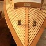 Restauration de vieux bateaux en bois Folkboat en cours de restauration